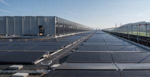 Photovoltaikanlage auf dem Dach von Hoffmann-La Roche, Kaiseraugst © Schweizer Solarpreis