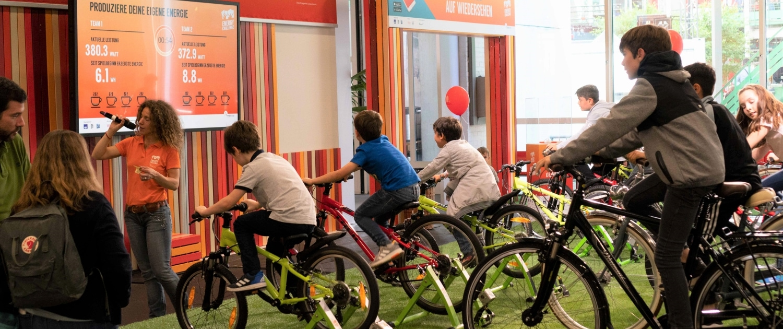 Energy Challenge 2018: Kinder beim Velofahren und Energieproduzieren
