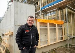 Karl Streule vor der einer seiner Baustellen