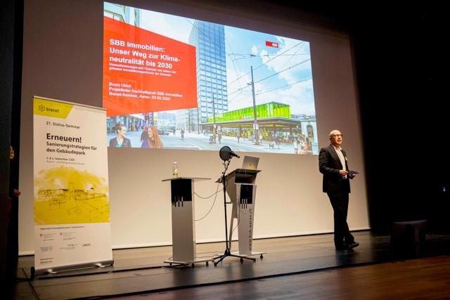 «Der ökologische Fussabdruck der SBB-Immobilien ist gross», sagte Bruno Ulrich, Nachhaltigkeitsexperte bei der Immobiliensparte der SBB am brenet-Status-Seminar 2020. Bis im Jahr 2030 sollen die rund 1000 Heizungen in SBB-Gebäuden ohne fossile Energieträger auskommen.