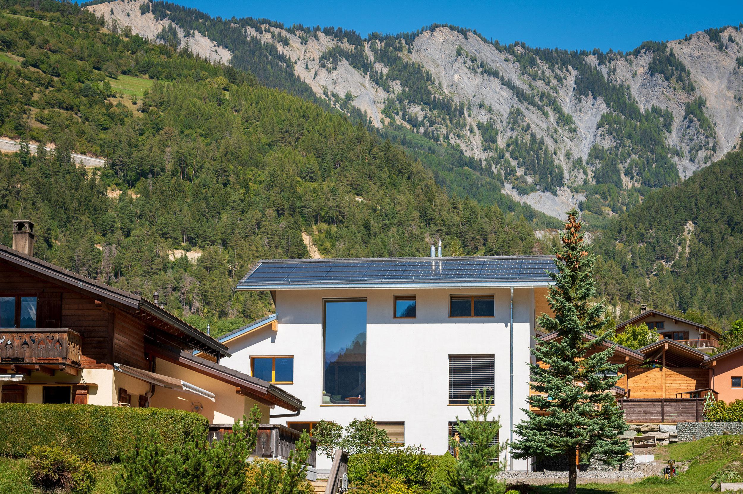 Aussenansicht des hocheffizienten Neubaus in Vollèges/VS